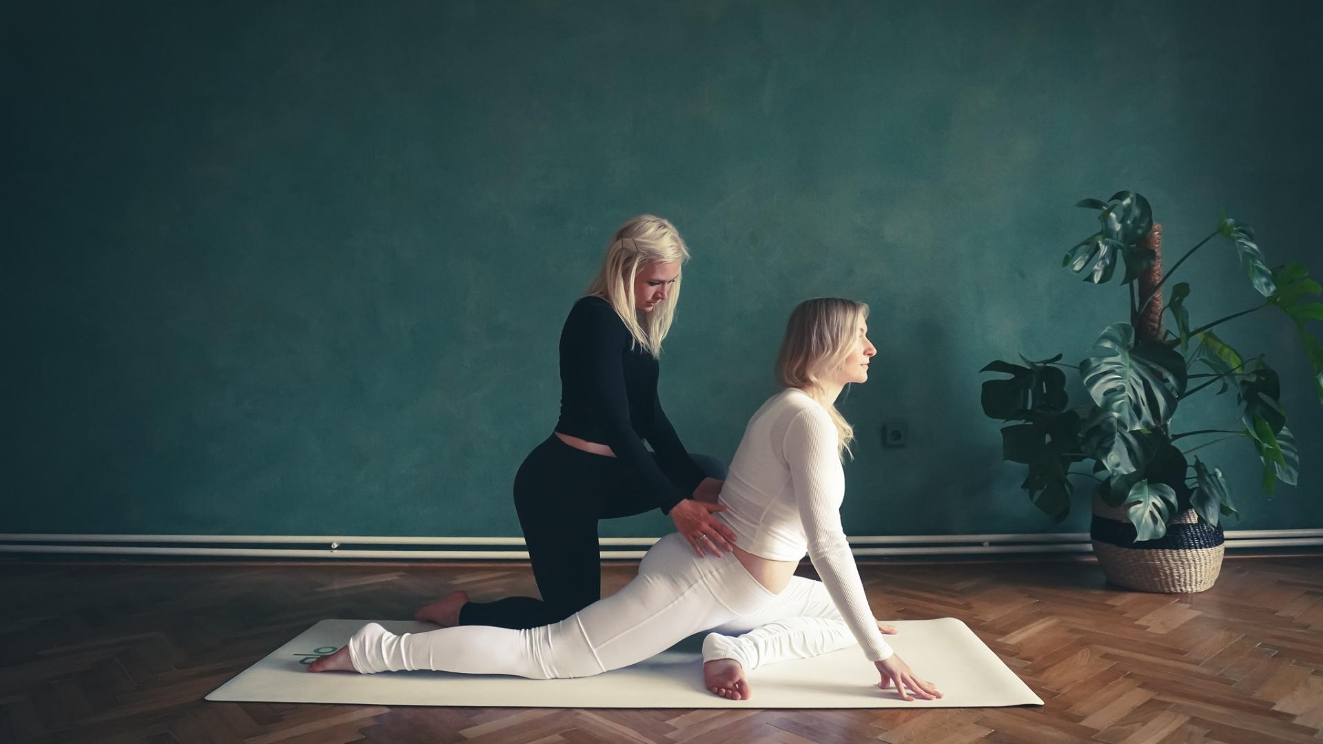 2. Těhotenská flow yoga na uvolnění kyčlí